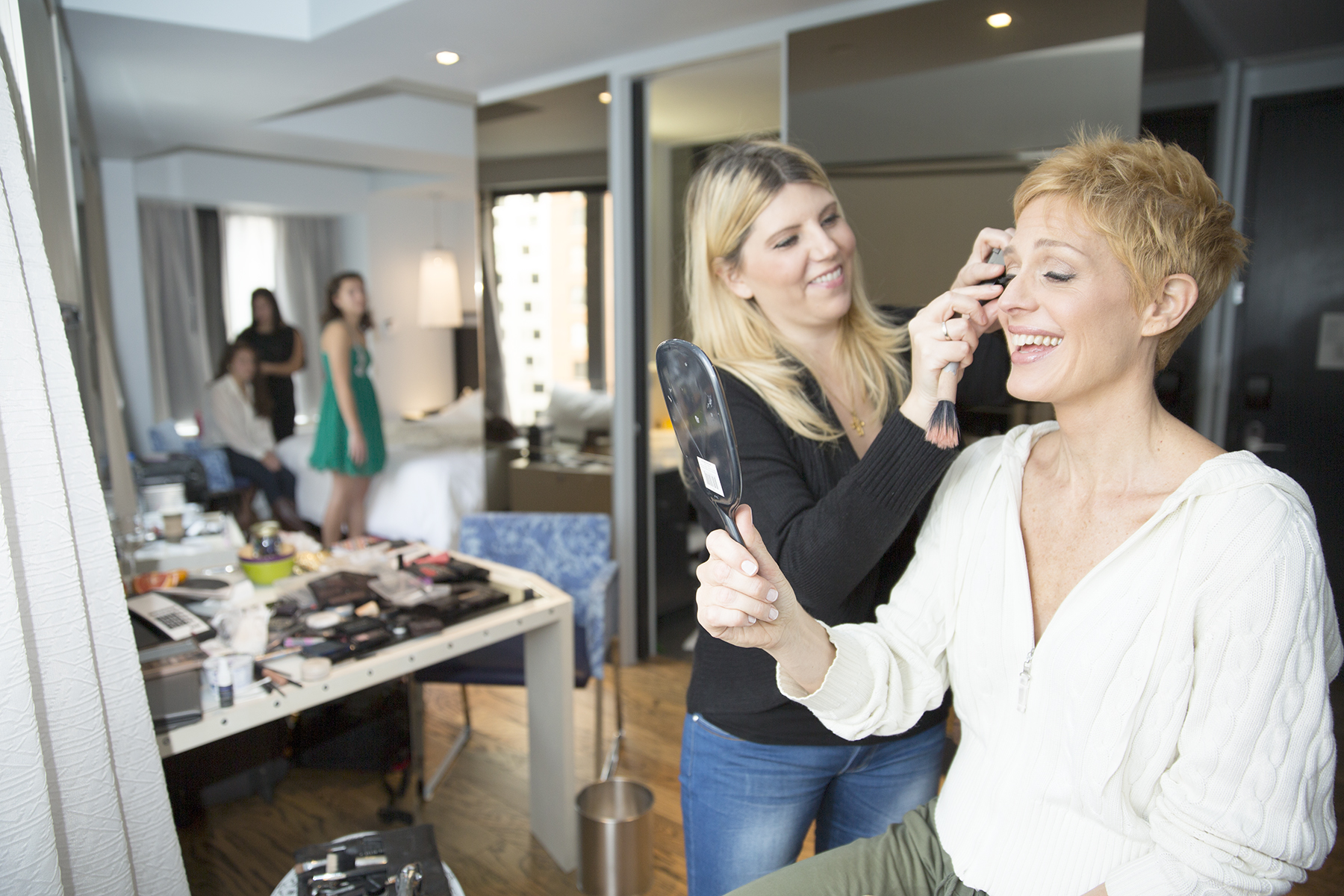 Stacie Ford wedding make up artist helps bride to be Connie look glamorous for her wedding.